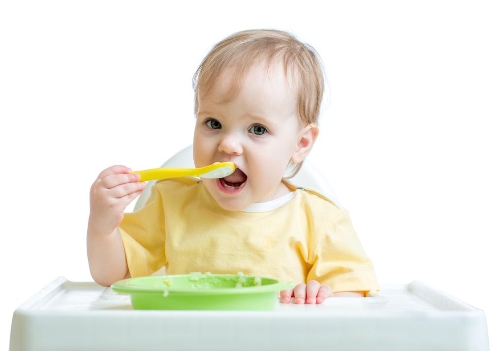bébé-mange